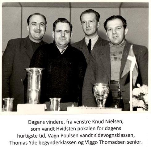 Præmieuddeling fra trial i Ulstrup nov. 1949 arrangeret af AMK og RMS i fællesskab.