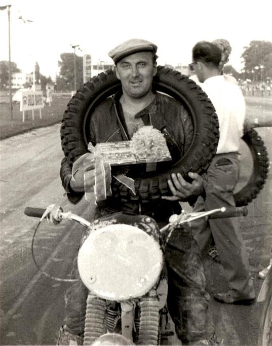 Knud som vinder af Guldbarreløbet aug. 1959.