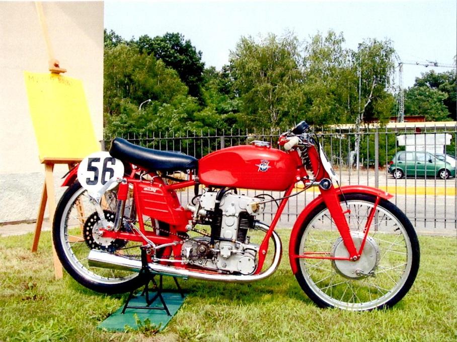 MV Augustas 125cc racer fundet på nettet i et farvefoto.