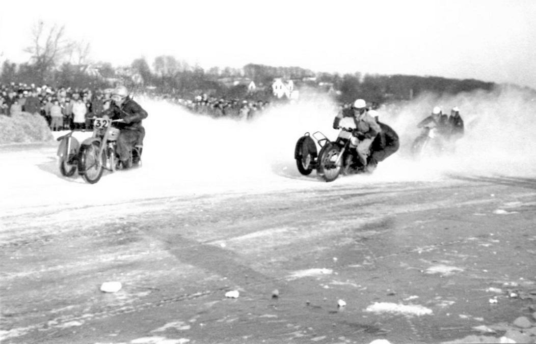 Bakmand Skovsen har taget føringen på isen foran Harry P. og Kresten.