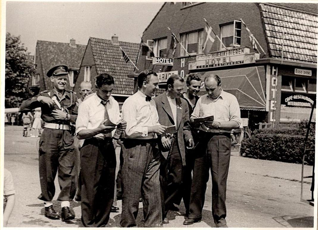 Knud Nielsen th, Poul Sørensen nr. 3 fra højre.