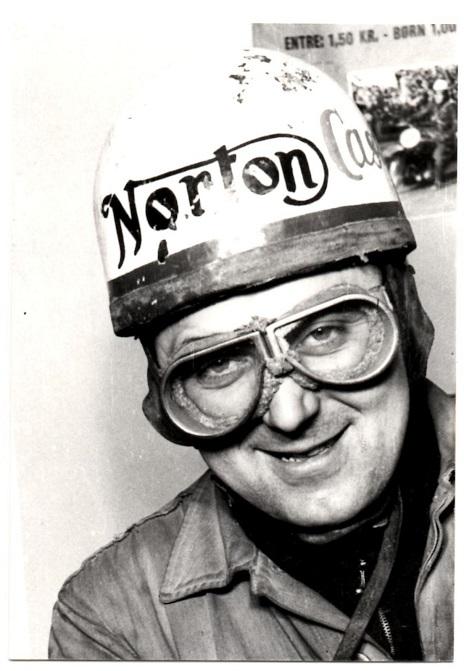 Et kendt portrætfoto af Knud fra omkring 1948.