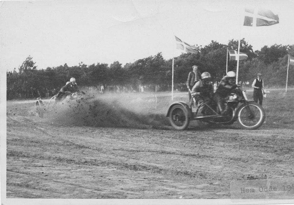 Åbningsløbet på Hem Odde 1946. Carlo foran Hans Dalsgaard.