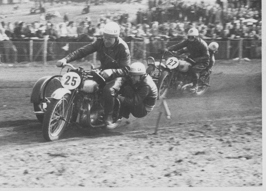 Hem Odde juni 48. Carlo foran Hans Dalsgaard.