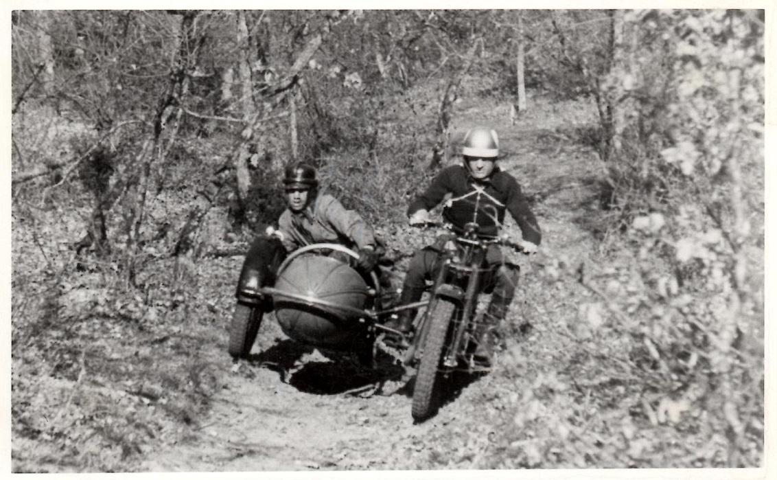 Bent var ikke bleg for at stille op i trials. Her med sidevogn, måske Hvidsten 1947.