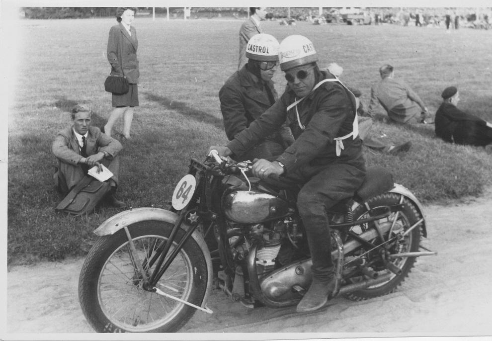 "DM Charlottenlund 1948. Carlo og ""Putimut"". Carlo blev nr. 2 efter Villy Mathiesen."