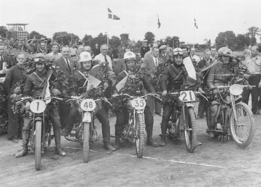 DM på Charlottenlund 1948. De 5 mestre i soloklasserne. Fra venstre Sv.Aage Sørensen, Peder Staal, Agner Hansen, N.V. Jensen og Bent.