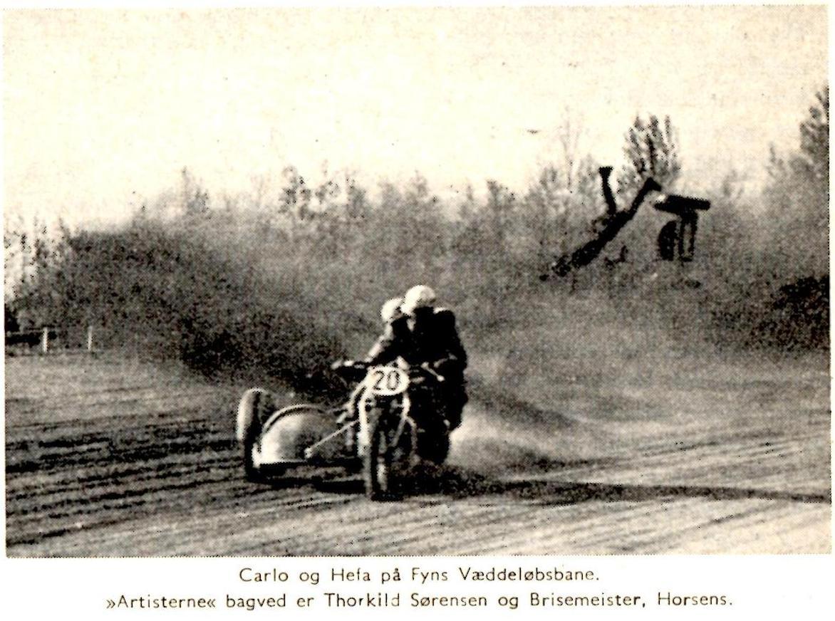 """Klubblad nov 64. Et billede fra sejren på Fyn. Billedteksten er forkert. """"Hefa"""" var først i sidevognen ved et løb samme sted d. 6. aug. 50."""