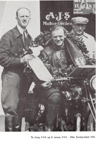 Her ses han som vinder af Dunlopløbet 1931. Den fynske AJS forhandler Th. Krog tv.