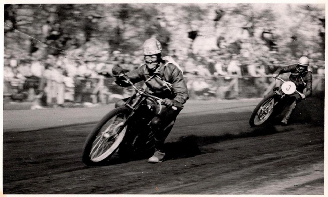Hem Odde maj 1947. Ove Frederiksen,Horsens foran Bent.