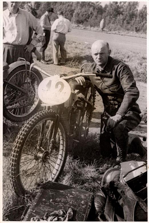 Bent Jensen stillede op til NM på Fyens Væddeløbsbane i 1949. Her ses han klar til kamp.