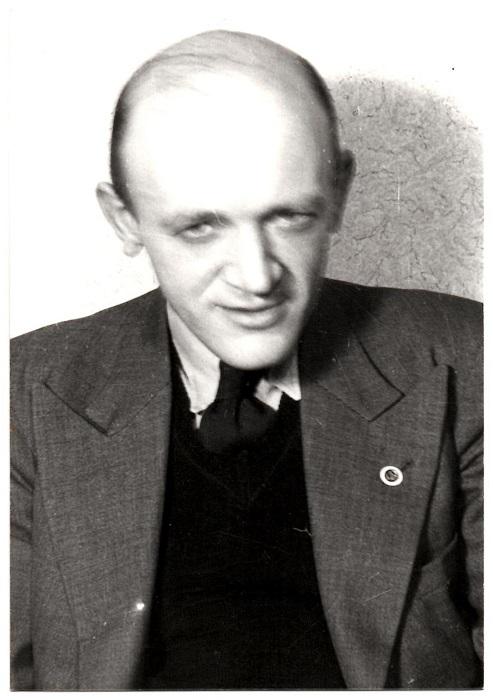 Portrætfoto af Bent Jensen. Fra en serie portrætfotos der blev taget ca. 1948 af en række af AMK´s kørere og ledere.