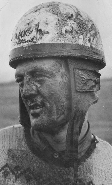 Fra DM/JM trial i Randers 22. nov. 53. Gunnar med et lille smil trods meget mudder i hovedet.