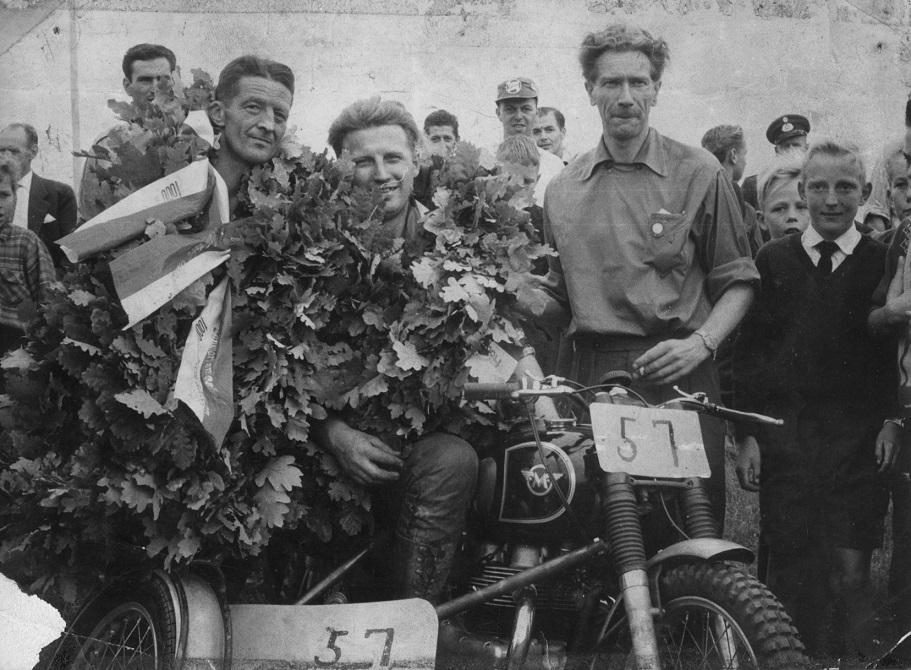 Gunnar og Carl blev dobbelte danmarksmestre på Skive Travbane i 1959.