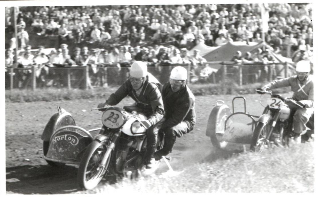 Hem Odde maj 54. Kresten foran Harry og Gunnar.