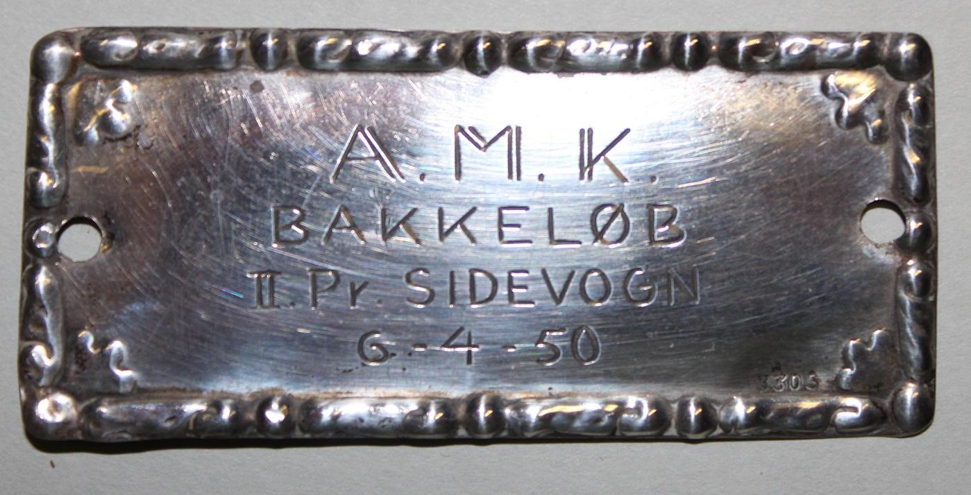 Gunnar og Aksel kørte junior sidevogn og blev nr. 2. Her er den plaquette, som Gunnar fik, som det var skik dengang.