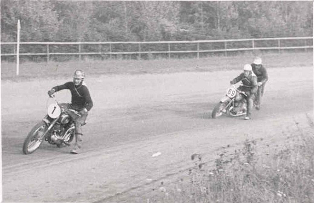 JVB 1953. Kiehn Berthelsen er forrest her, men hans Puch står ikke distancen, så vejen er banet for Gunnars DM.