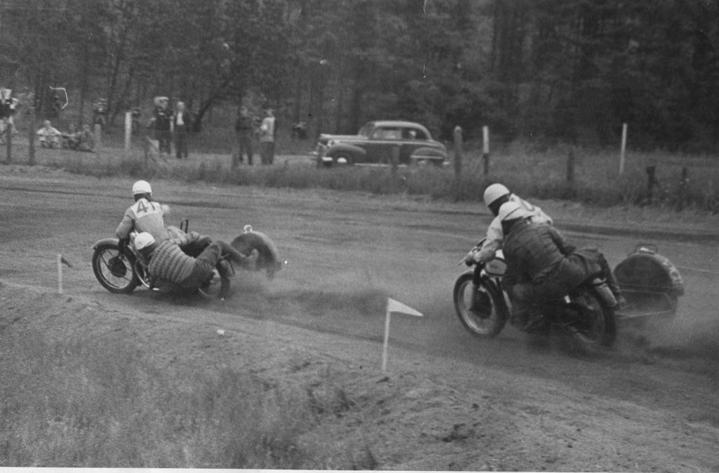 Løvel 1954. Harry/Gunnar foran Kresten.