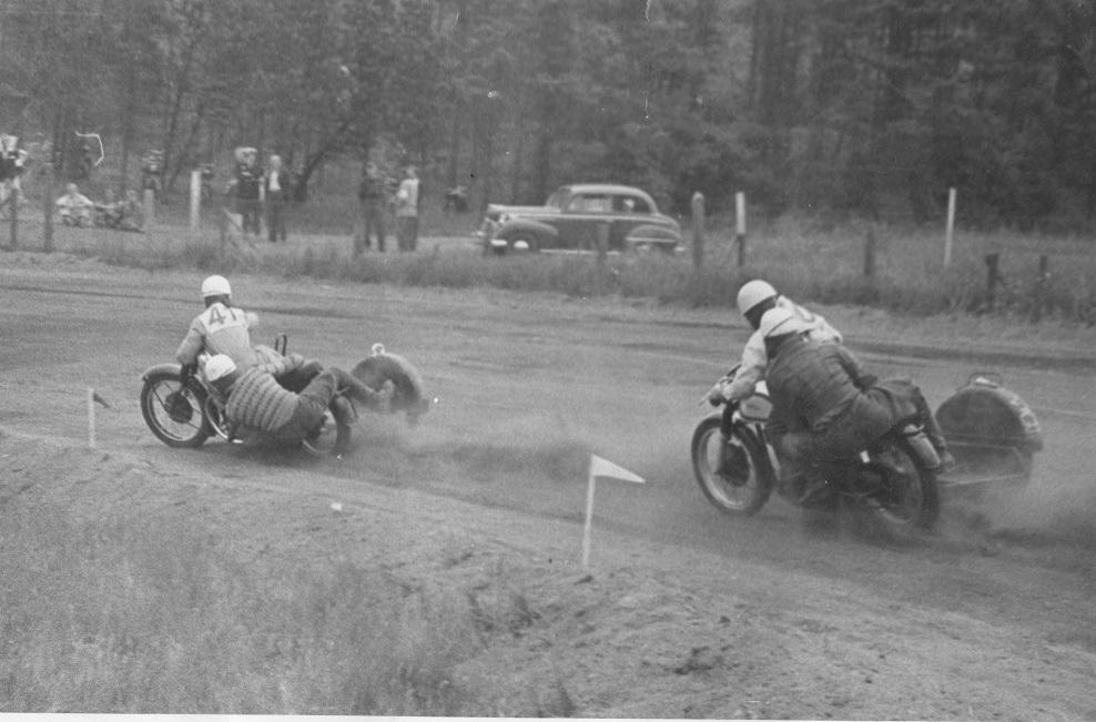 Løvel juni 54. Harry/Gunnar foran Kresten.