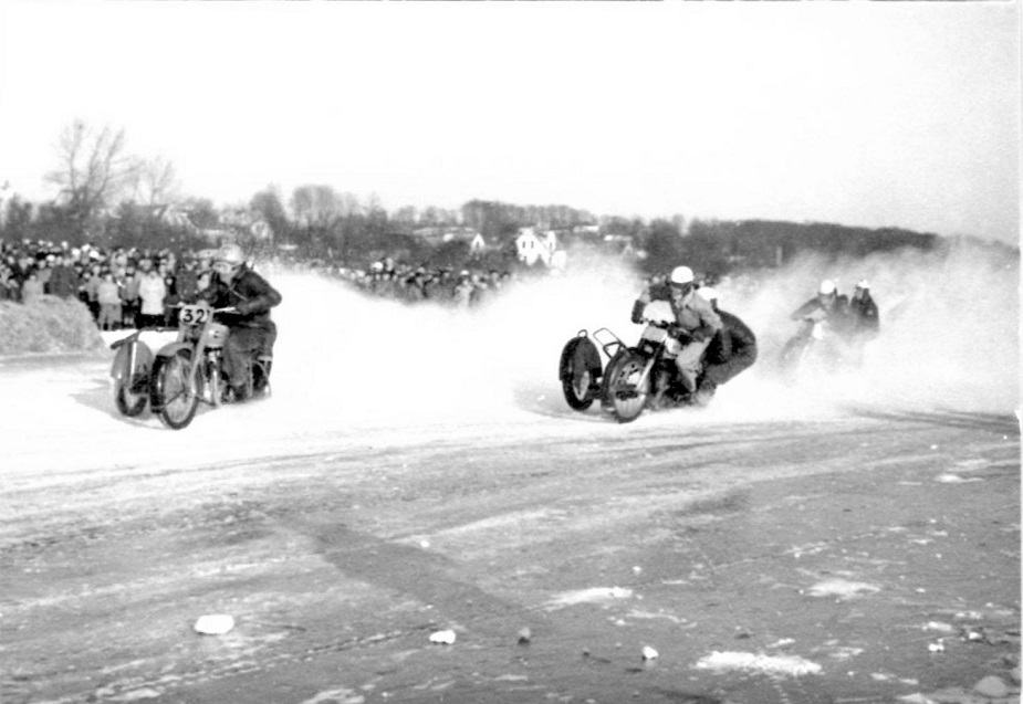 Brabrand Sø febr. 1954. Bakmand Skovsen i front foran Harry/Gunnar og Kresten.