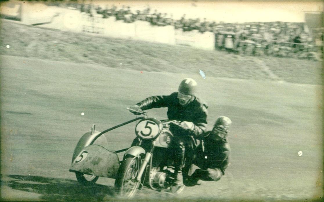 Roskilde Ring 1. juli 56. Harry og Gunnar sikrede en fin 2. plads.