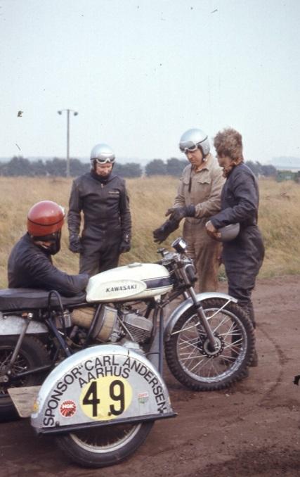 Hans Jørgen Svendsen, Alex, Carl og John W. funderer lidt i Hvidsten. Test dagen før DM i Skive 1972.