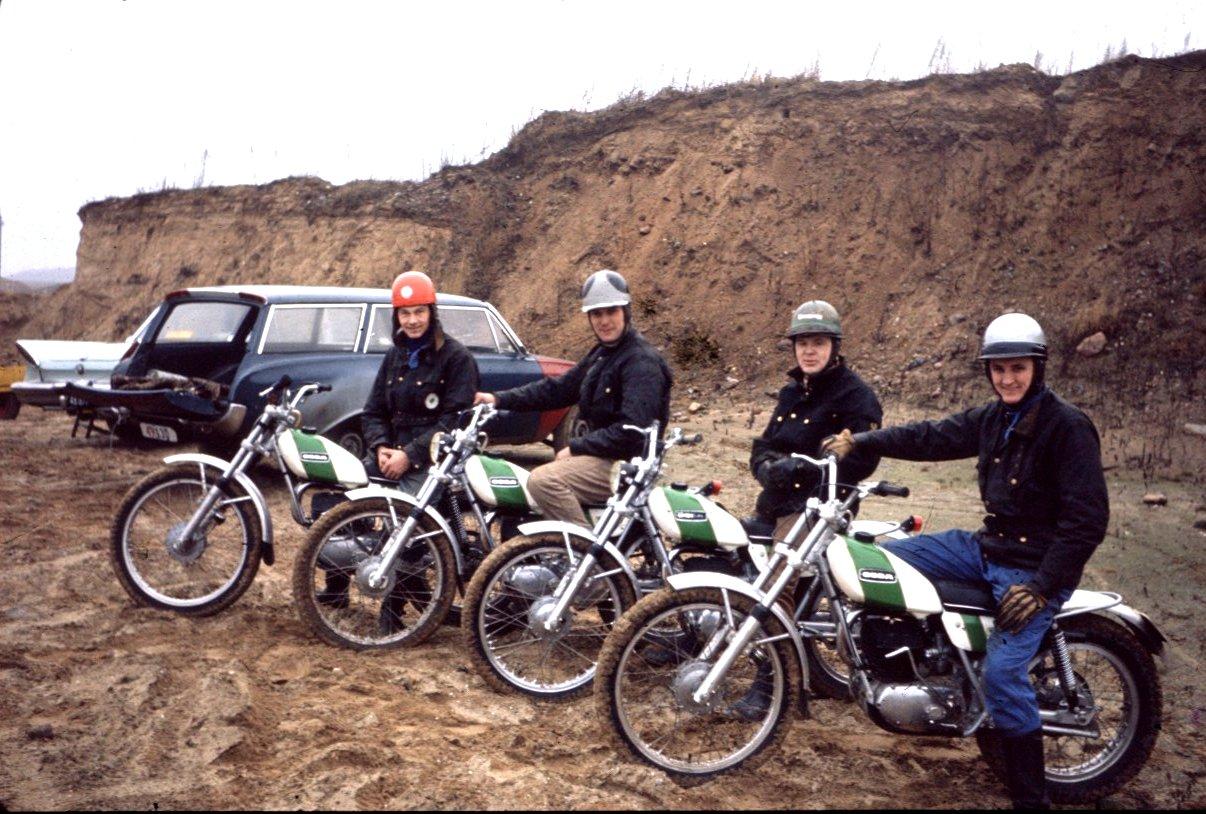 Ossa blev meget populær i AMK klubtrial. Her 4. stk. i grusgraven Hinnerup 1973. Fra venstre Jørgen Petersen, Ole Hald, Carsten Jørgensen og Krause-Kjær.