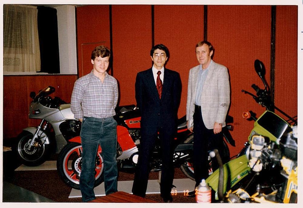 Svigersønnen Finn Thomsen var en kortere tid i firmaet inden han og Susanne slog sig ned i Spanien, hvor de stadig bor. Her er Finn til venstre og Erik Lyngkilde til højre på et Kawasaki kursus i Frankrig dec. 83.