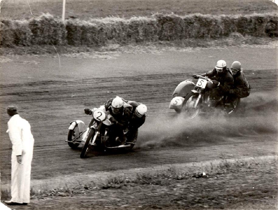 Her en situation fra løbet med Carl og Carsten i front.