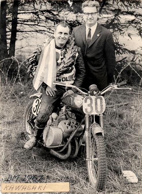 Da Carl skiftede fra Yamaha til Kawasaki byggede han denne 250cc racer til Finn Pauli Thomsen, som kvitterede med at vinde DM titlerne i Skive i 1967 og 1968.