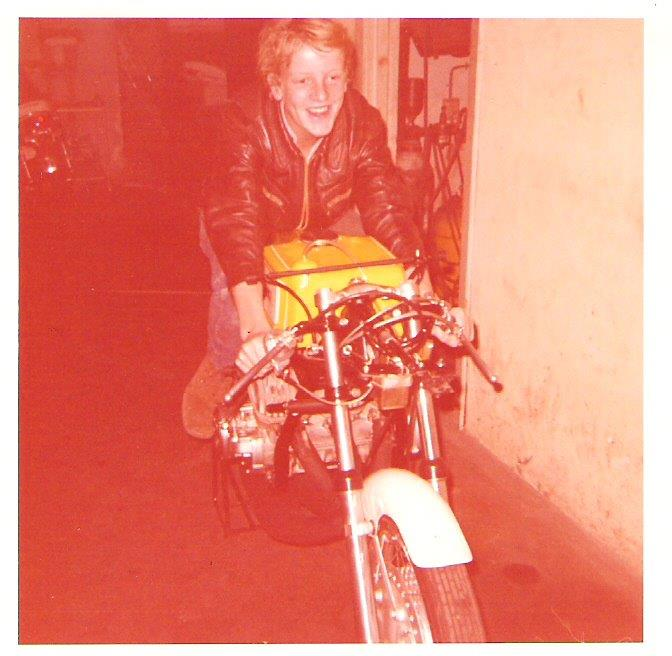 Steen Normann på den fine Kawa. Efter DM løbet i Skive 1972 blev motoren i hast lagt tilbage i stellet, da cyklen var solgt til den britiske kører Maurice Hawthorne.