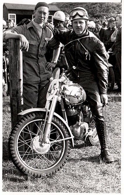 JM på Løvel i 1954. Carl på sin fine skinnende Maico 175cc.