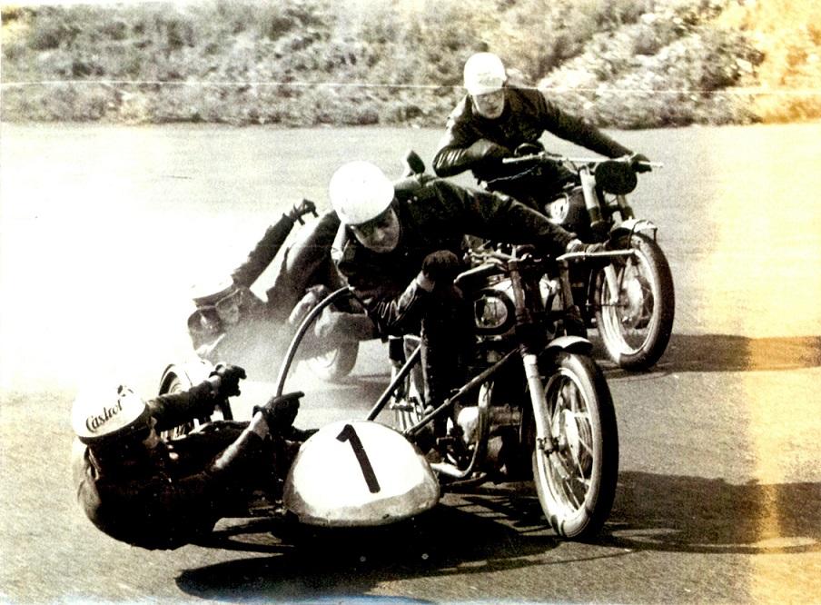 Carl kørte også på Roskilde Ring i 1960, og her ses han med John Skødt i sidevognen.