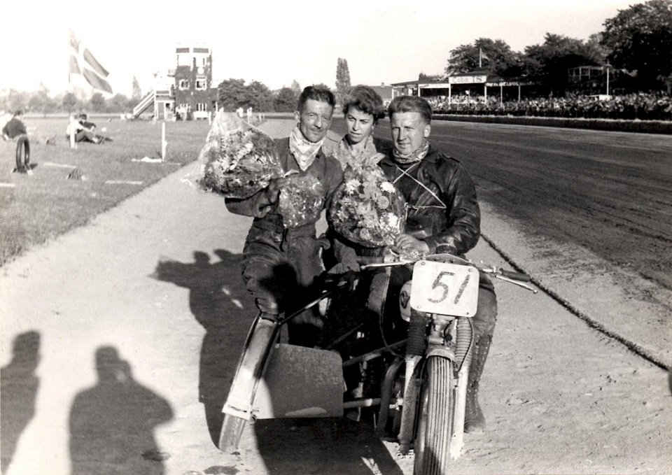 Igen Skandinavien løbet med de glade vindere. Axel Wang Hansens kone Sussi i midten.