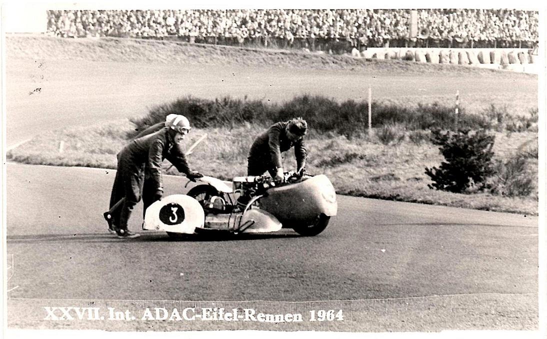 Nürburgring 1964. Her er det slut efter en tur i volden.