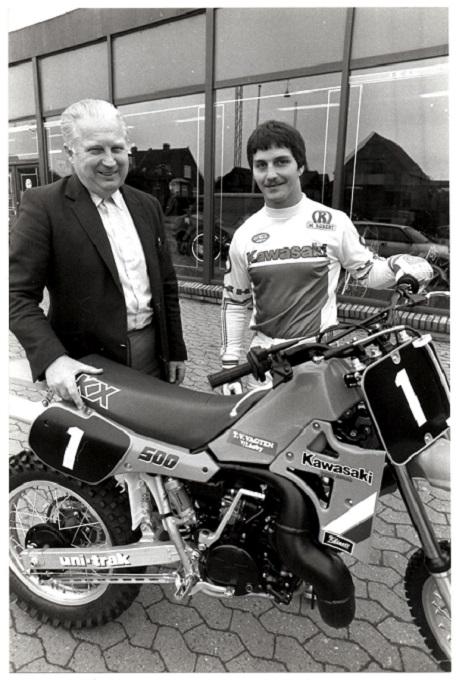 Carl stod bag Søren B. og hans titler i Kawasaki tiden.