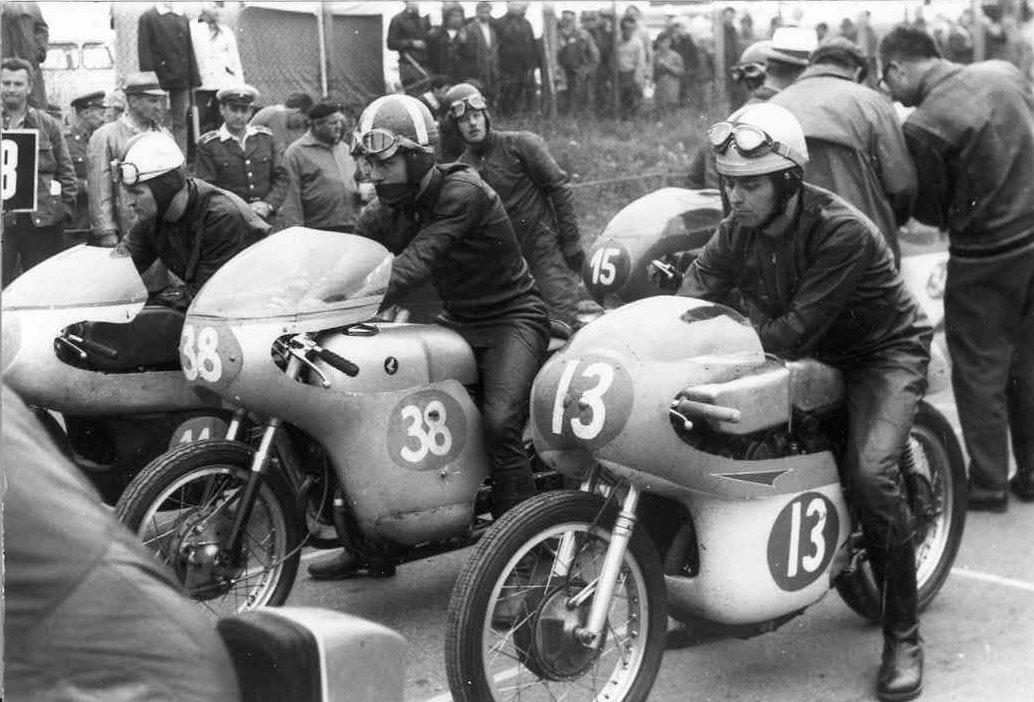 Jicin, Tjekkoslovakiet juli 67. Franz med nr. 38 på Honda.