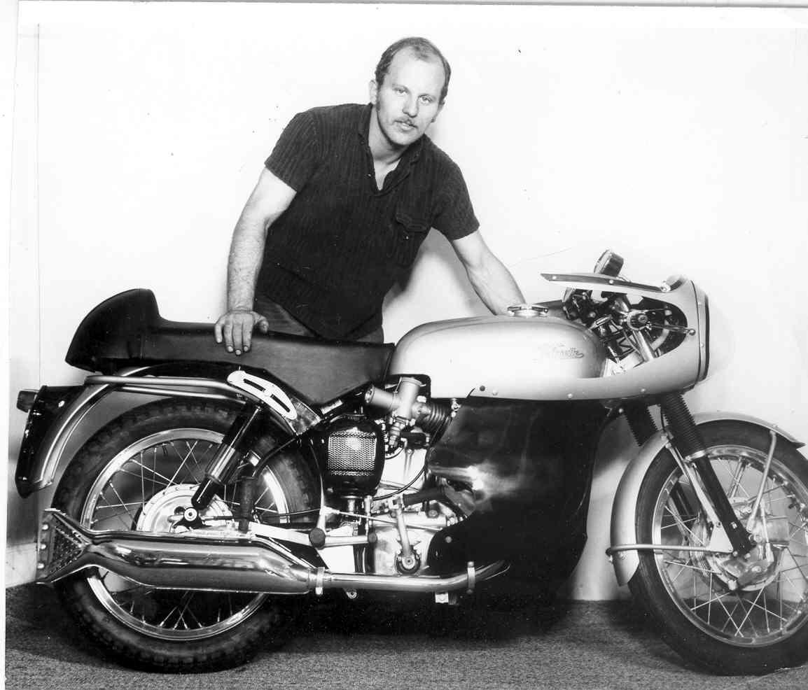 Franz med den fine Velocette Thruxton, han leverede til Ulrik Worm i 1967.