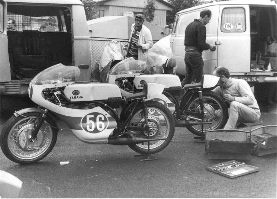 Karvina, Tjekkoslovakiet 1970, 2. stk. Yamaha klargøres.