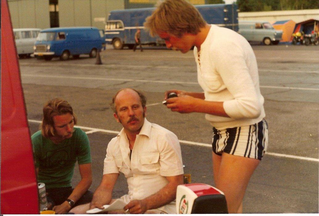 Erik Andersson og Franz drøfter teknik 1976 nok Anderstorp DM afd.