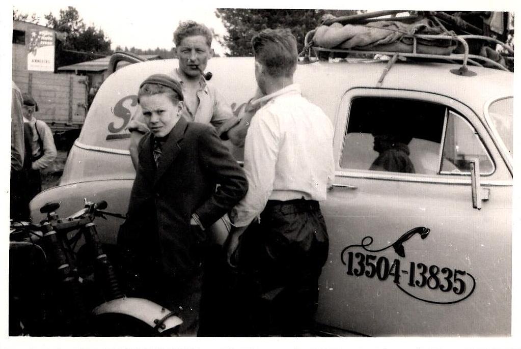 Trollhättan maj 53. Aksel var med som sidevognsmand hos Kresten.