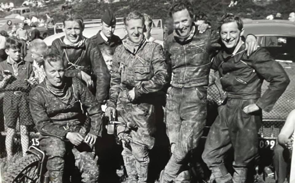 Specialklassens felt i Løvel 2. pinsedag 1955. Fra venstre Jørgen Stabirk, Svend Nissen, Svend Aage Rasmussen, Erhardt Fisker og Aksel.