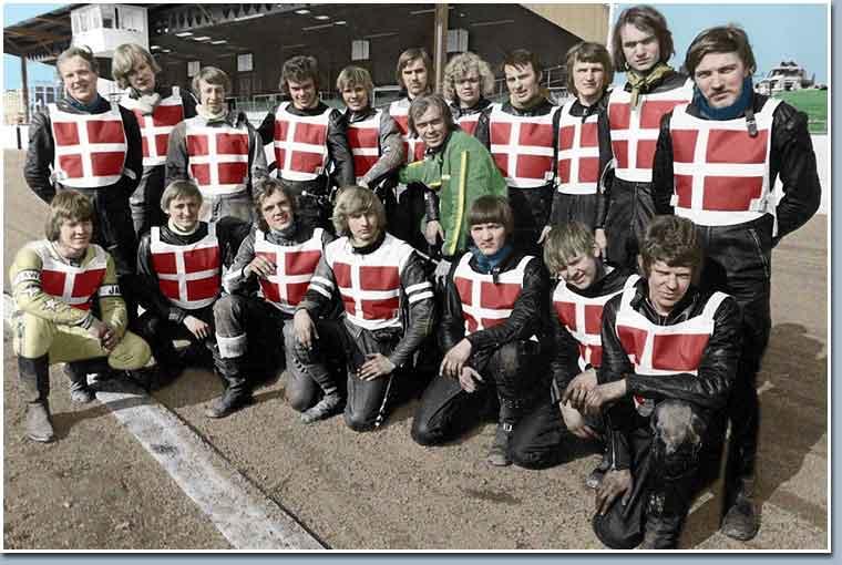 Ole Olsen arrangerede i foråret 1973 en træningsskole i England for danske kørere. Her var Finn med sammen med Krause, og de ses tv nederst. I øvrigt mange kendte ansigter.