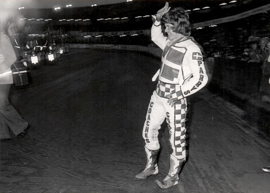 VM-Finalen Ullevi 1977. Finn ved præsentationen.