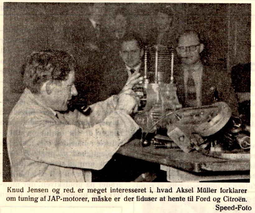 Aksel fortæller på en AMK-klubaften.