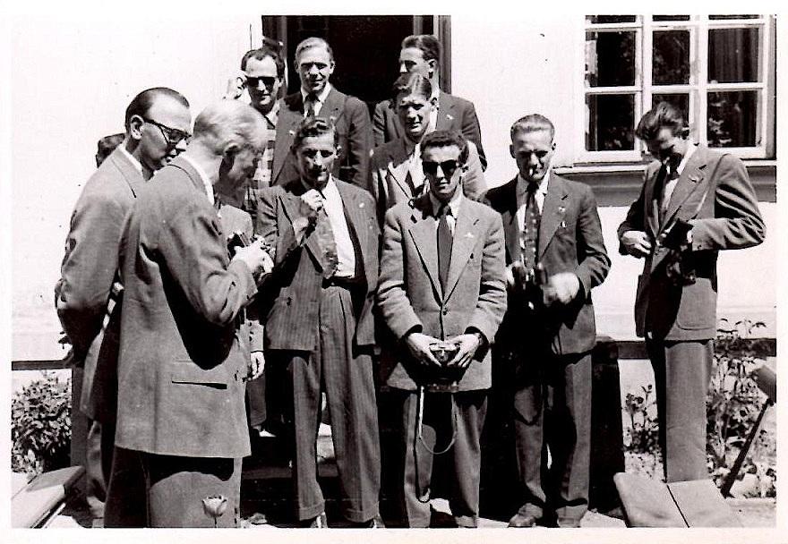 Billeder fra Polen. poul Sørensen tv. Blandt kørerne genkendes Aksel Müller, Kiehn Berthelsen, Svend Nissen og Ejvind Pedersen.