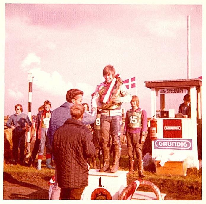 Finn fejres som DM-Juniormester på Korskroen august 73.