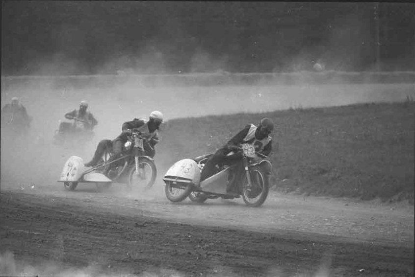 Fra DM Skive 1969, hvor det blev til en 3. plads. Her Frank/Henning foran Svend O. Nielsen.