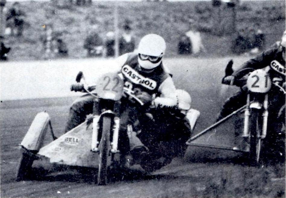 Billede bragt i Motorbladet fra DM på Korskroen. Frank/Jørn er her foran Niels Munk, som dog ender som mester. Frank/Jørn k'ørte her med Street motor, mens Niels Munk kørte 4-ventilet JAP. MB nov. 78.