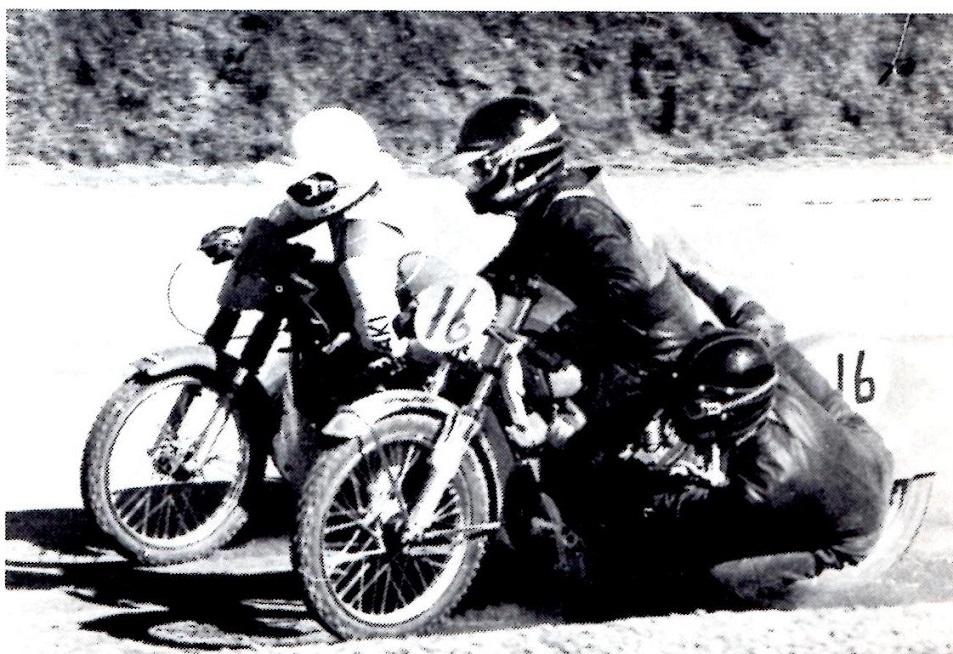 St. Bededag 1980 i Løvel. Frank/Jørn prøver at gå udenom Bent Jensen/Niels Sejr, men Bent og Niels vinder denne gang. MB juni 80.